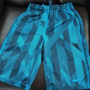 Boys Youth L Nike shorts